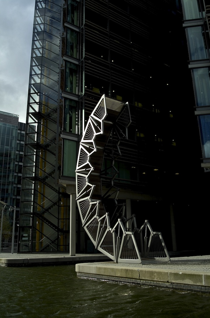 Heatherwick studio rolling bridge sgustok design for Design bridge london