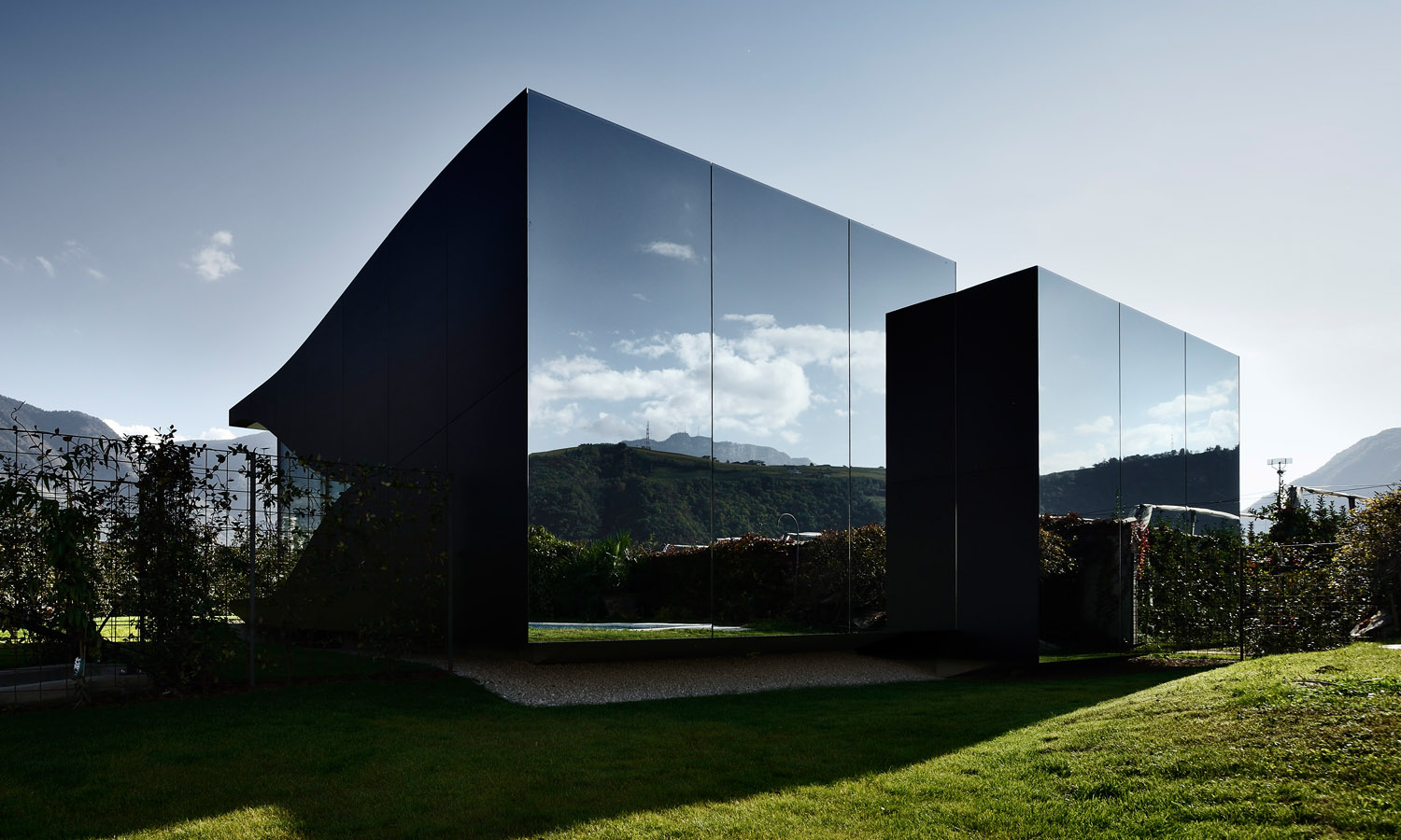 Peter pichler architecture mirror houses sgustok design for Architecture miroir