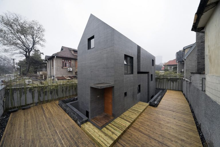 AZL architects: Concrete Slit House