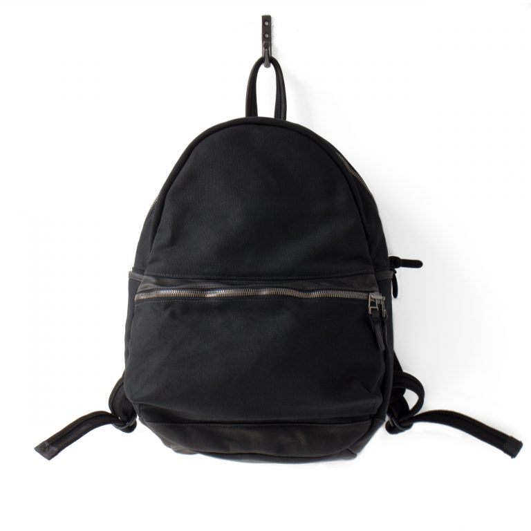 Mark: Round Backpack