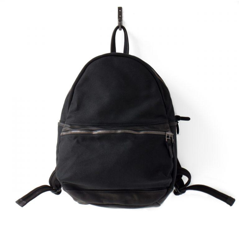 Mark: Round Backpack