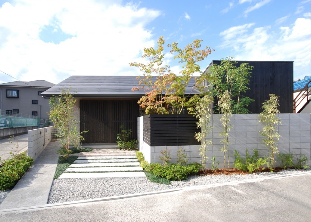 Matsunami Mitsutomo: Residence In Tsuruhara